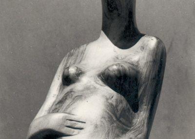 אישה הרה, 1951, עץ זית