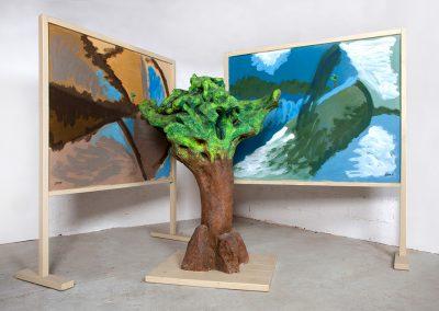 אשליה, 2003, מיצב עץ וציורי שמן