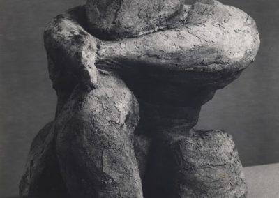 דמות יושבת, 1961, חומר