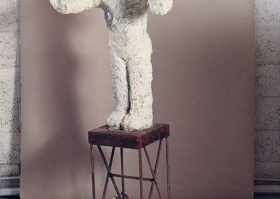דמות על גלגלים, 1993, ברונזה ברזל וגומי