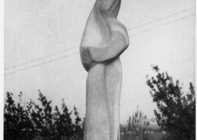 הזורע, אנדרטה לזכר יק קליין ,1950, שיש, קיבוץ חצור