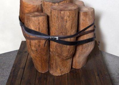 כבולים, 2009, עץ וחגורות עור