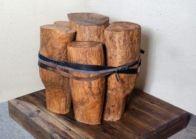 כבולים, 2009, עץ וחגורות עור, משכן לאמנות עין חרוד