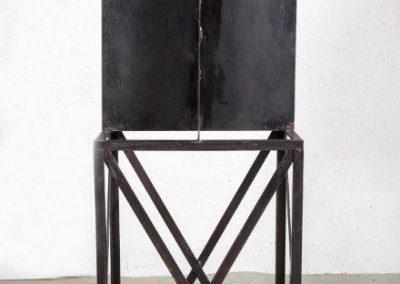 עדים, 1989, פרט ממיצב, ברזל
