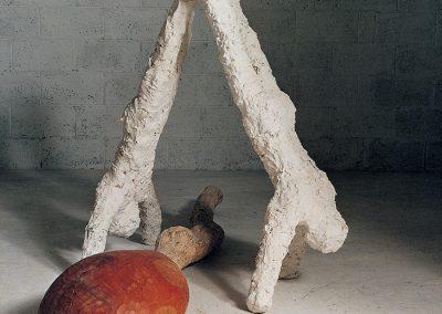 צוללים שתי דמויות ונחש, 1992, ברונזה ועץ