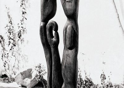 שתי דמויות ויד, 1958, עץ טיק
