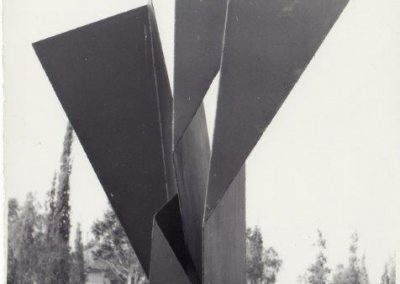 אנדרטת זיכרון, 1969, ברזל שחור, בית הקברות בבאר שבע