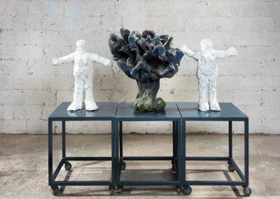 שתי נשים ועץ, 1996, ברונזה, עץ ומתכת